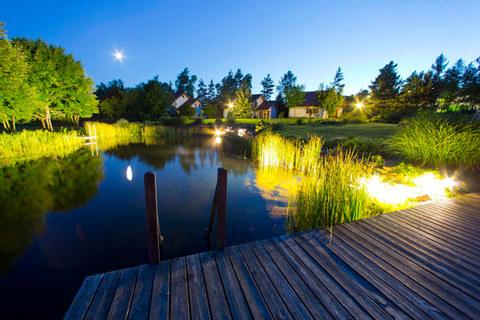 Hotel Surm Teich bei Nacht