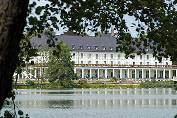 Bild:Kurhaus am Burgsee Außenansicht