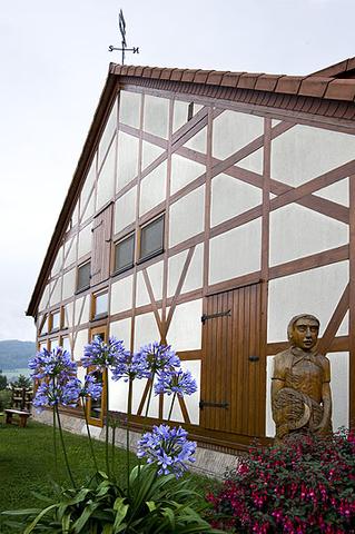 Bild:Rhönland e. G. und Rhönlandscheune Außenansicht