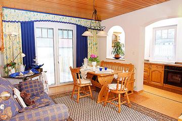 Bild:Gästehaus Ingrid Wohn- und Essbereich