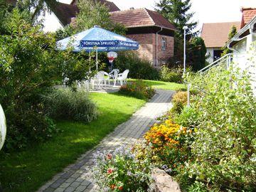 Bild:Gasthof Zum Rosenbachschen Löwen Hilders Garten (2)