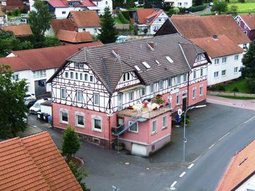 Bild:Gasthof Zum Rosenbachschen Löwen Hilders Hausansicht
