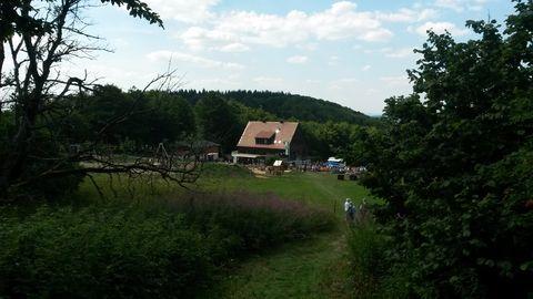 Bild:WÜ Haus mit Spielplatz