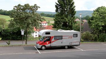 Bischofsheim - Wohnmobilstellplatz am Hallenbad